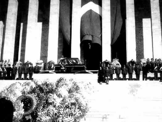 Ataturk12.jpg (70894 bytes)