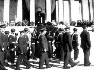 Ataturk13.jpg (74432 bytes)