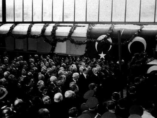 Ataturk56.jpg (60907 bytes)