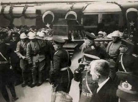 Ataturk8.jpg (68651 bytes)